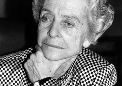 """Convegno Internazionale. """"Prospettive della Pace in Medio Oriente"""".16 Novembre 1989. Milano, Sala Alessi, Palazzo Marino. Il premio Nobel Rita Levi Montalcini, Presidente onorario del CIPMO."""