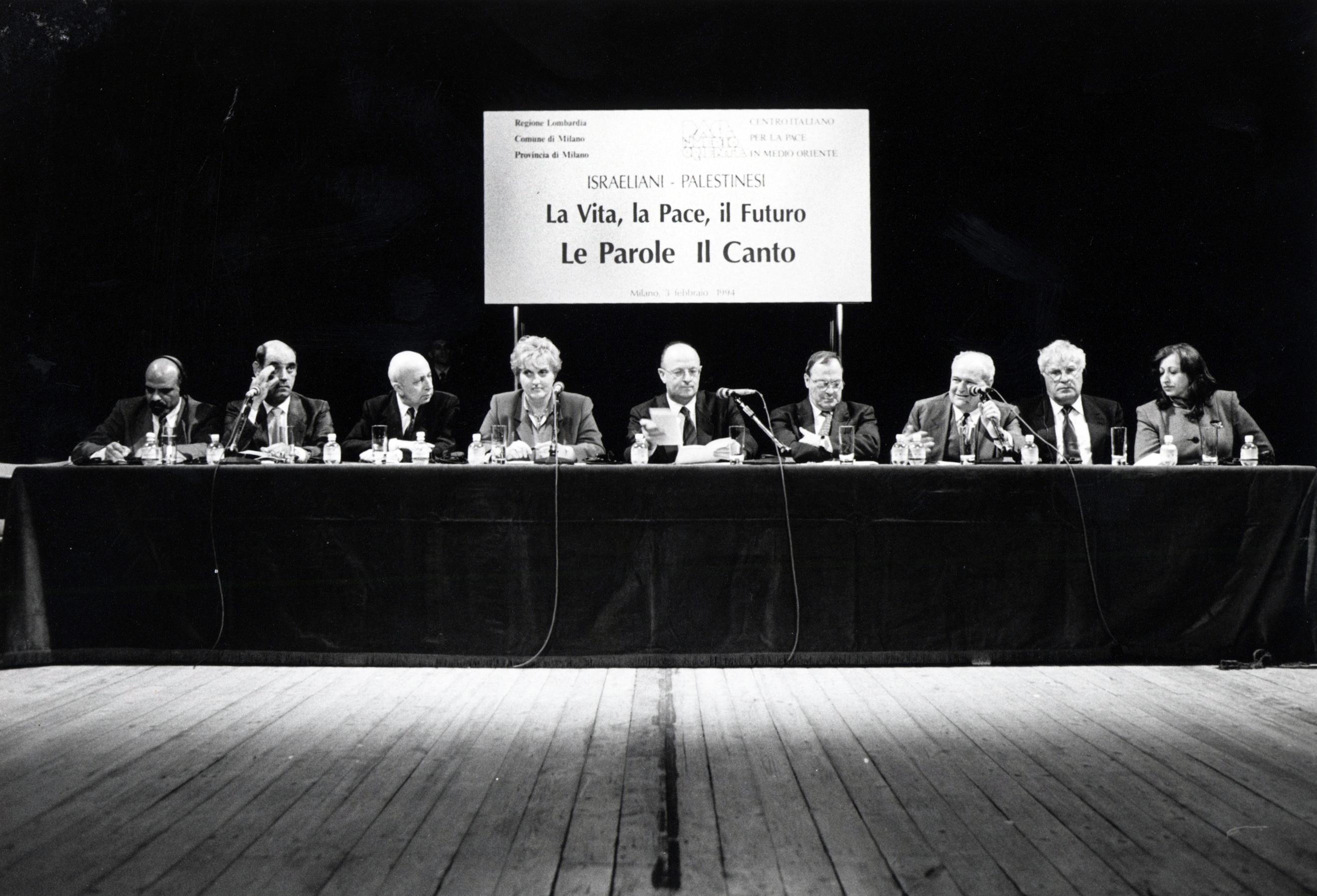 Da sinistra Radwan Abu Ayash, Nemer Hammad, Avi Pazner, Fiorella Ghilardotti, Livio Tamber, Marco Formentini, Janiki Cingoli, Meron Benvenisti.