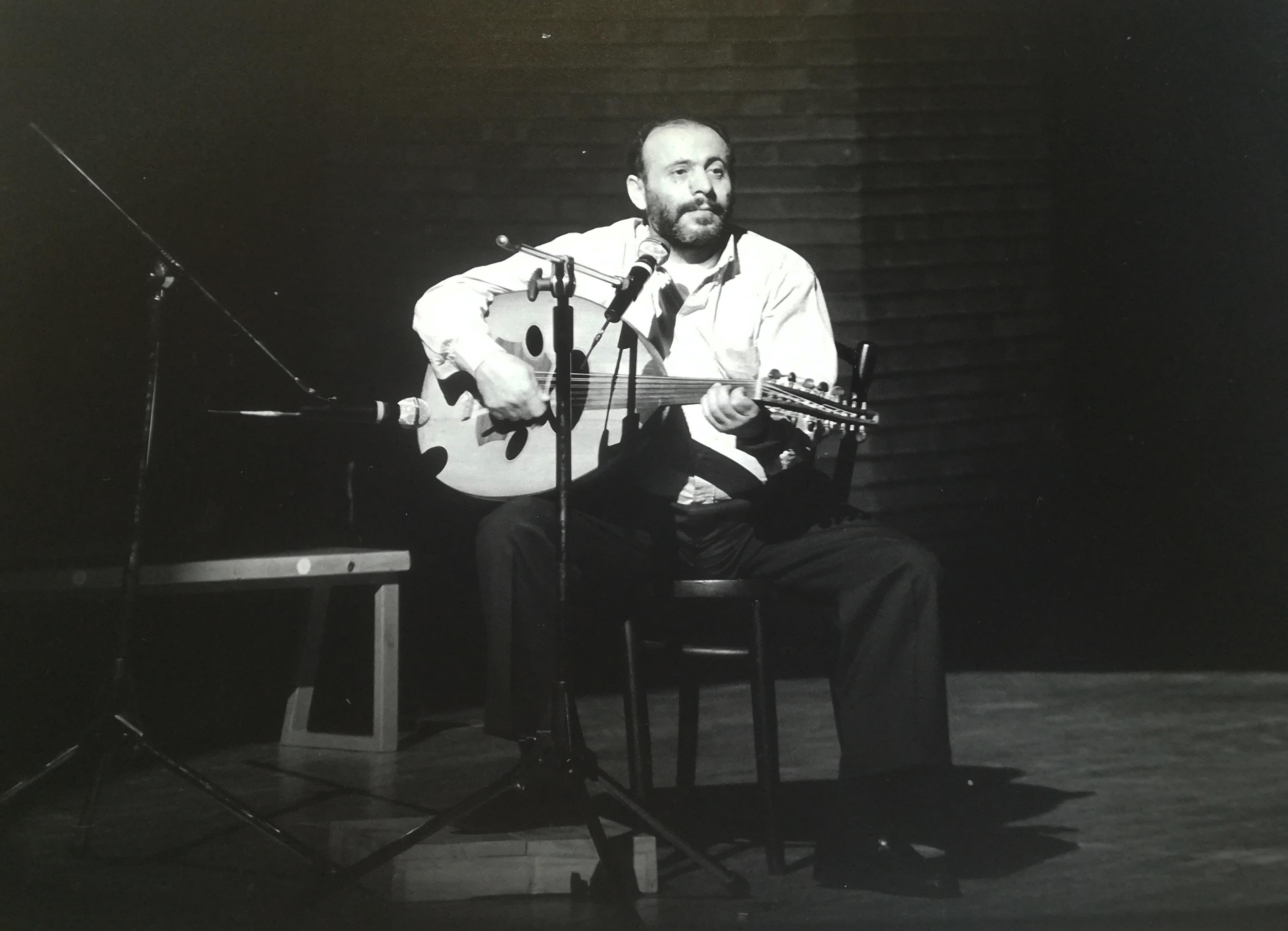 Il cantante palestinese  Mustafa Al-Kurd