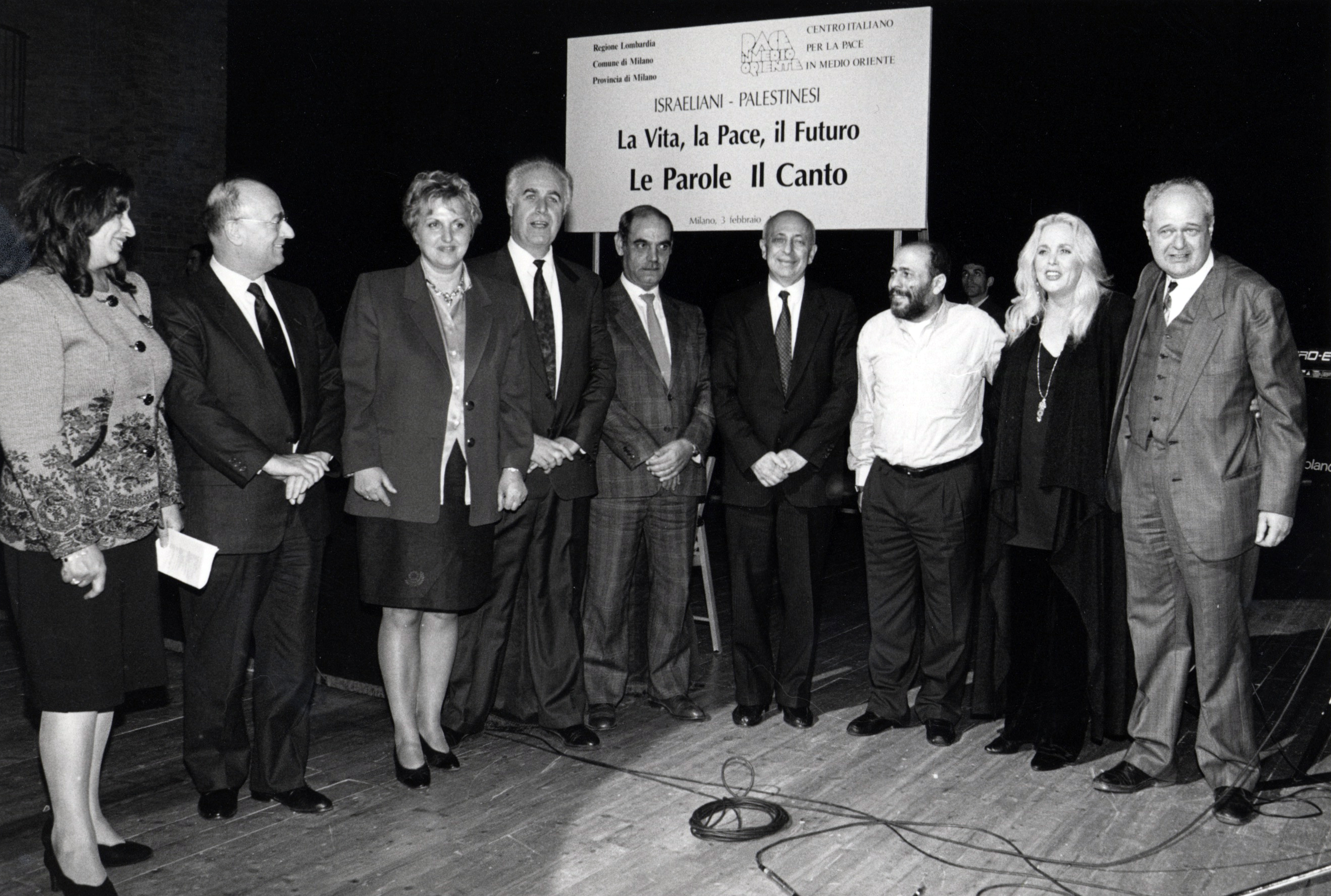Da sinistra Livio Tamberi, Fiorella Ghilardotti, Samuel Tvet, Nemer Hammad, Avi Pazner, Mustafa Al-Kurd, Miri Aloni, Janiki Cingoli