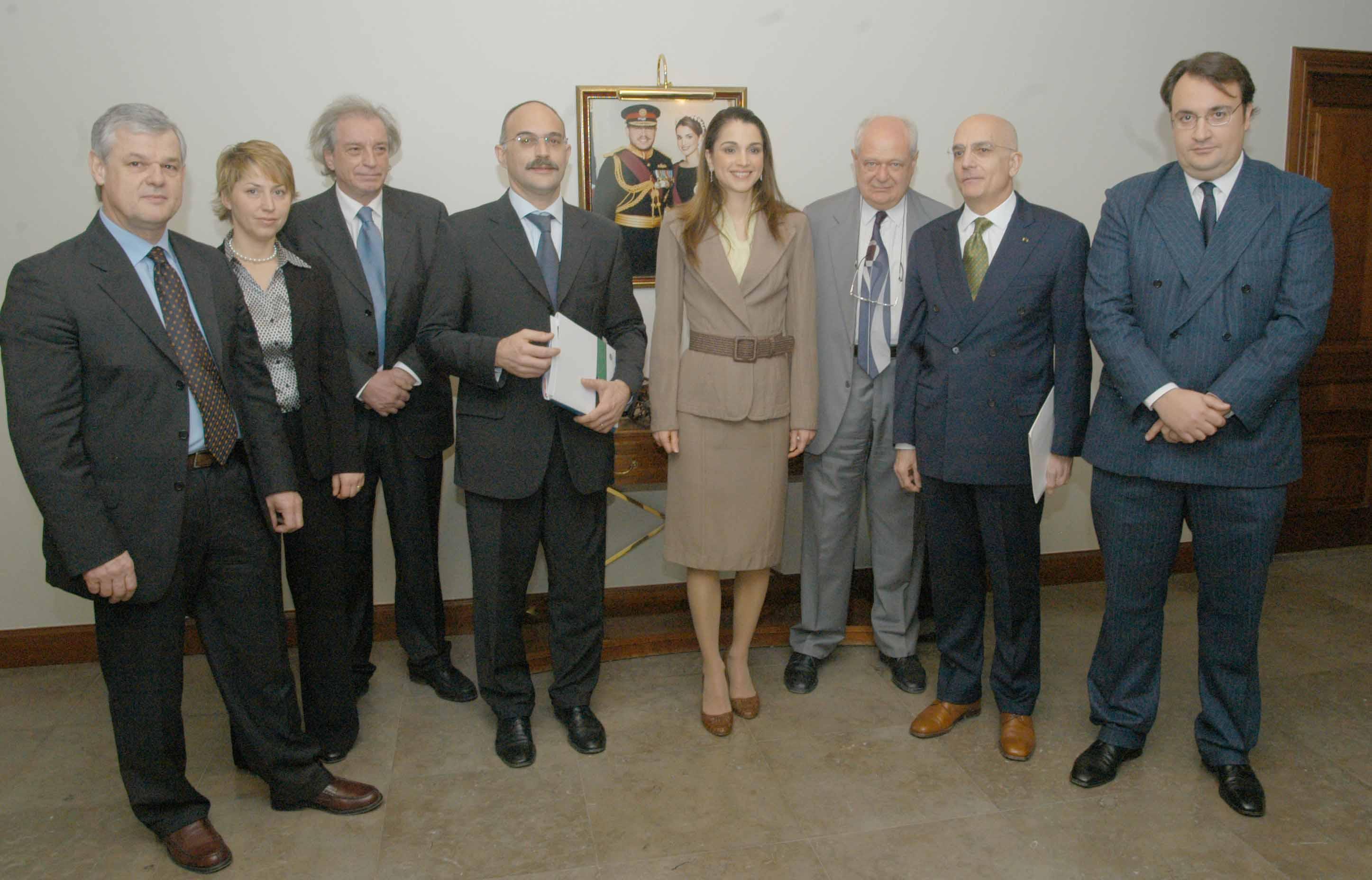 Visita ad Amman, marzo 2006: tra gli altri, da destra, il Sindaco Gabriele Albertini, Janiki Cingoli, Sua Maestà la Regina Rania, Antonio Ferrari, Sergio Escobar.