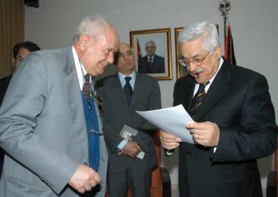 Janiki Cingoli con il Presidente Abu Mazen, marzo 2006