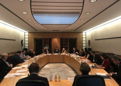 Arno Kompatcher, Presidente della Provincia di Bolzano, incontra la delegazione per illustrare il modello dell'Autonomia.