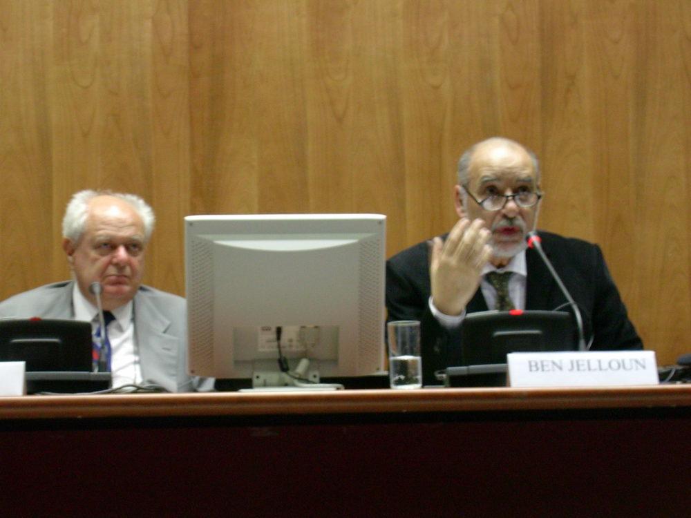 """Tahar Ben Jelloun, Conferenza su """"Tangeri"""", Milano, 30 settembre 2004. Ciclo """"Città del Mediterraneo""""."""