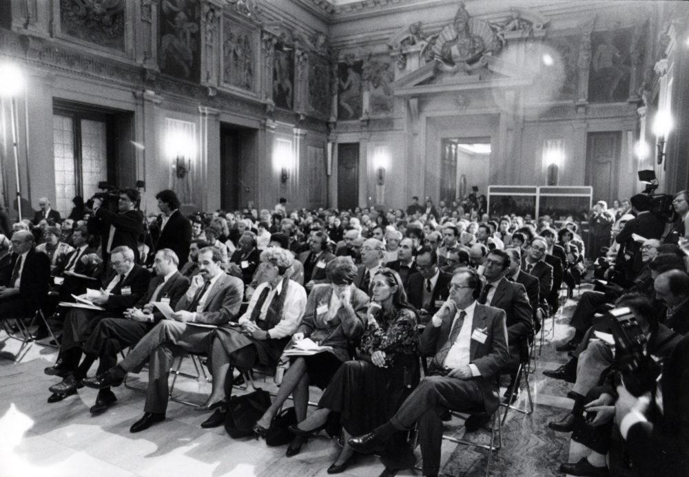"""Convegno Internazionale. """"Prospettive della Pace in Medio Oriente"""".16 Novembre 1989. Milano, Sala Alessi, Palazzo Marino."""