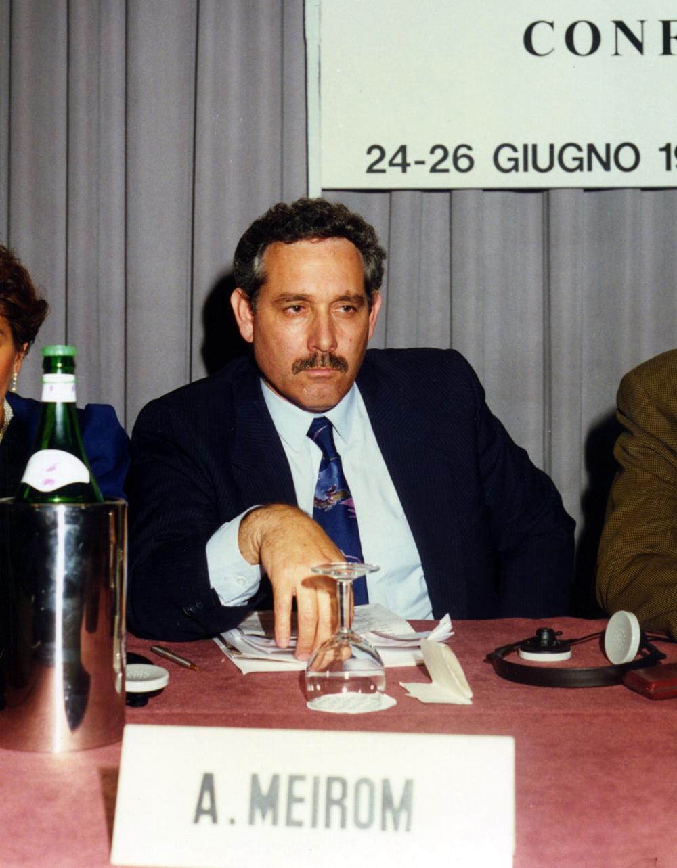 """Convegno Internazionale. """"Israeliani e palestinesi: in cammino verso la pace"""". 24 giugno 1993, Milano. Hagi Meron, il capo della delegazione israeliana."""