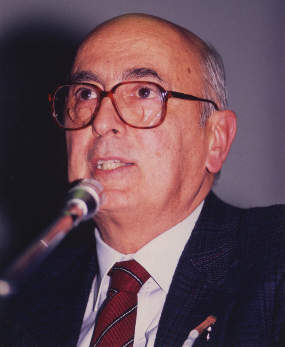 """Intervento di Giorgio Napolitano.. Convegno Internazionale. """"Prospettive della Pace in Medio Oriente"""".16 Novembre 1989. Milano, Sala Alessi, Palazzo Marino."""