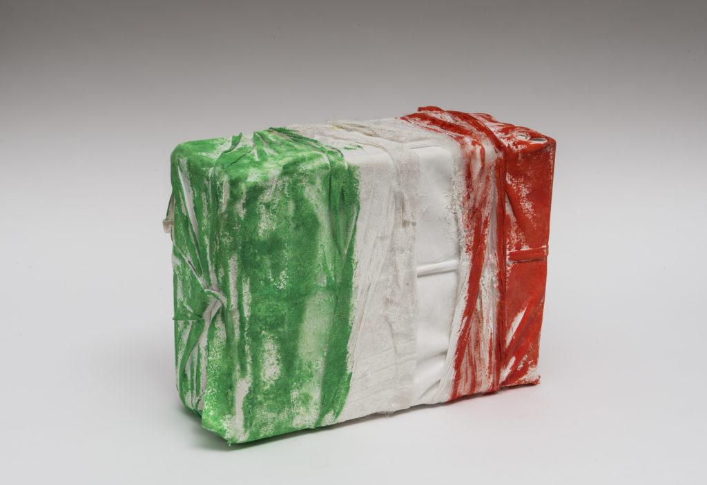 Mario ARLATI, Incomplete flag box, 2019, Mista su stoffa, cm 45x18x32
