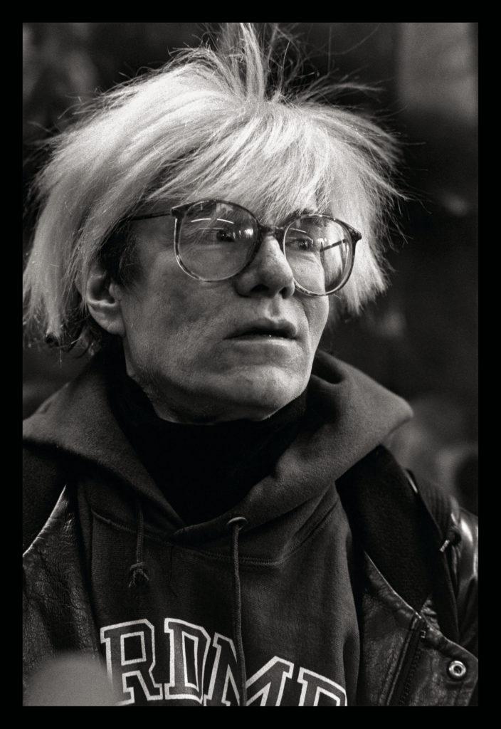 Maria MULAS, Andy Warhol al Palazzo delle Stelline di Milano, 1987, 1987, Stampa sistema lambda montata su gatorfoam, cm 75x50