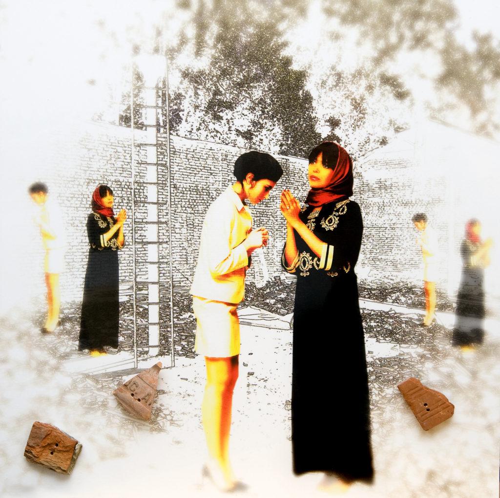Paolo VEGAS, Prayer. Il dialogo delle culture, 2019, Collage su stampa fotografica su pannello dibond, cm 60x60